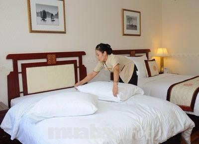Vệ sinh buồng phòng khách sạn